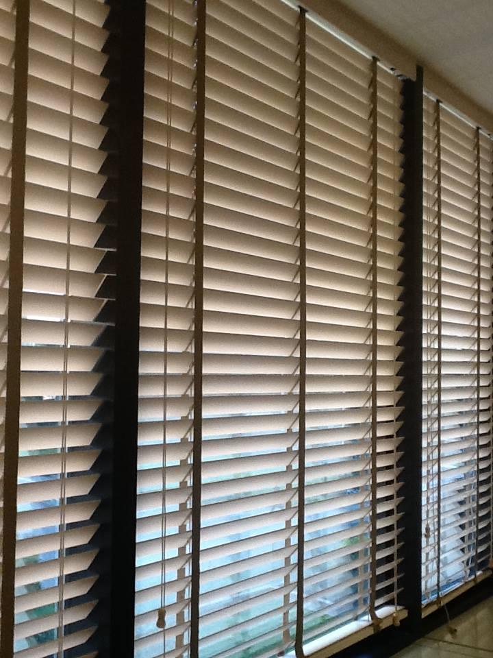 Tende veneziane per interni tende veneziane per interni in alluminio qualit e design a prezzi - Tende in legno per interni ...